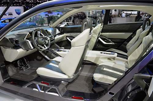 салон Subaru Viziv 2